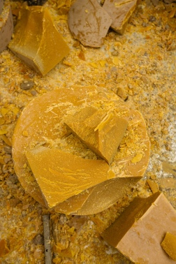 OVO Things_Beeswax candles_handcraft